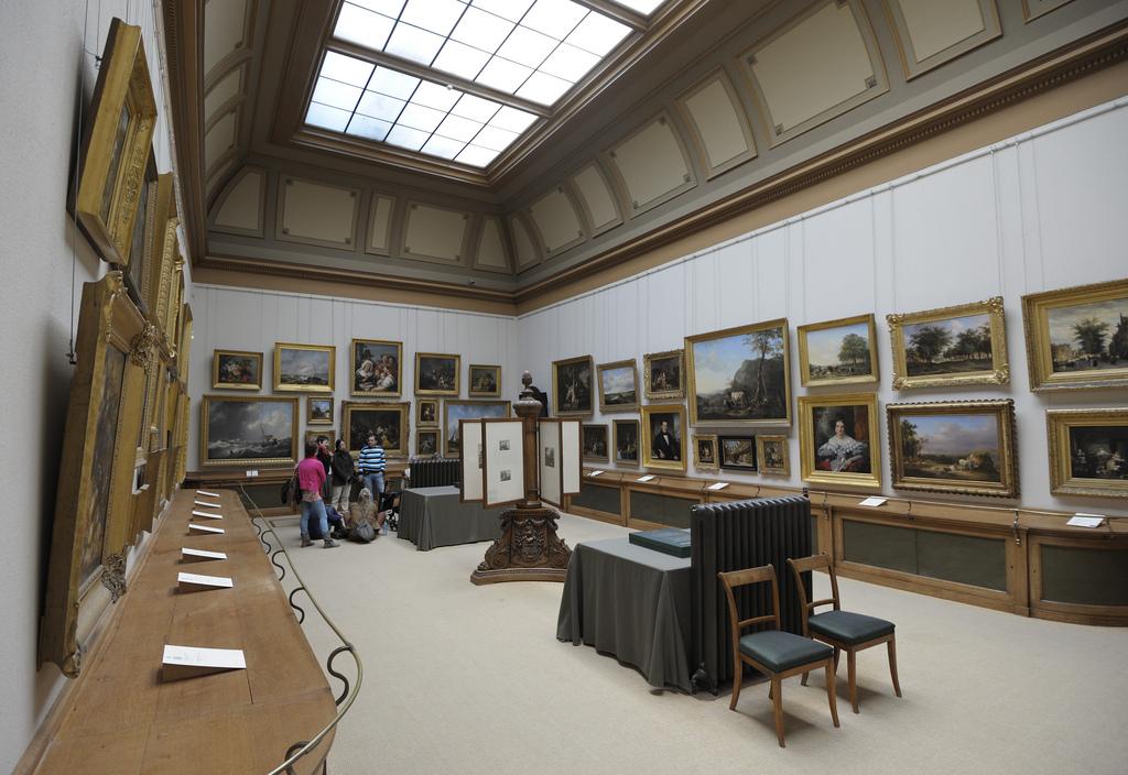 museum paintings photo
