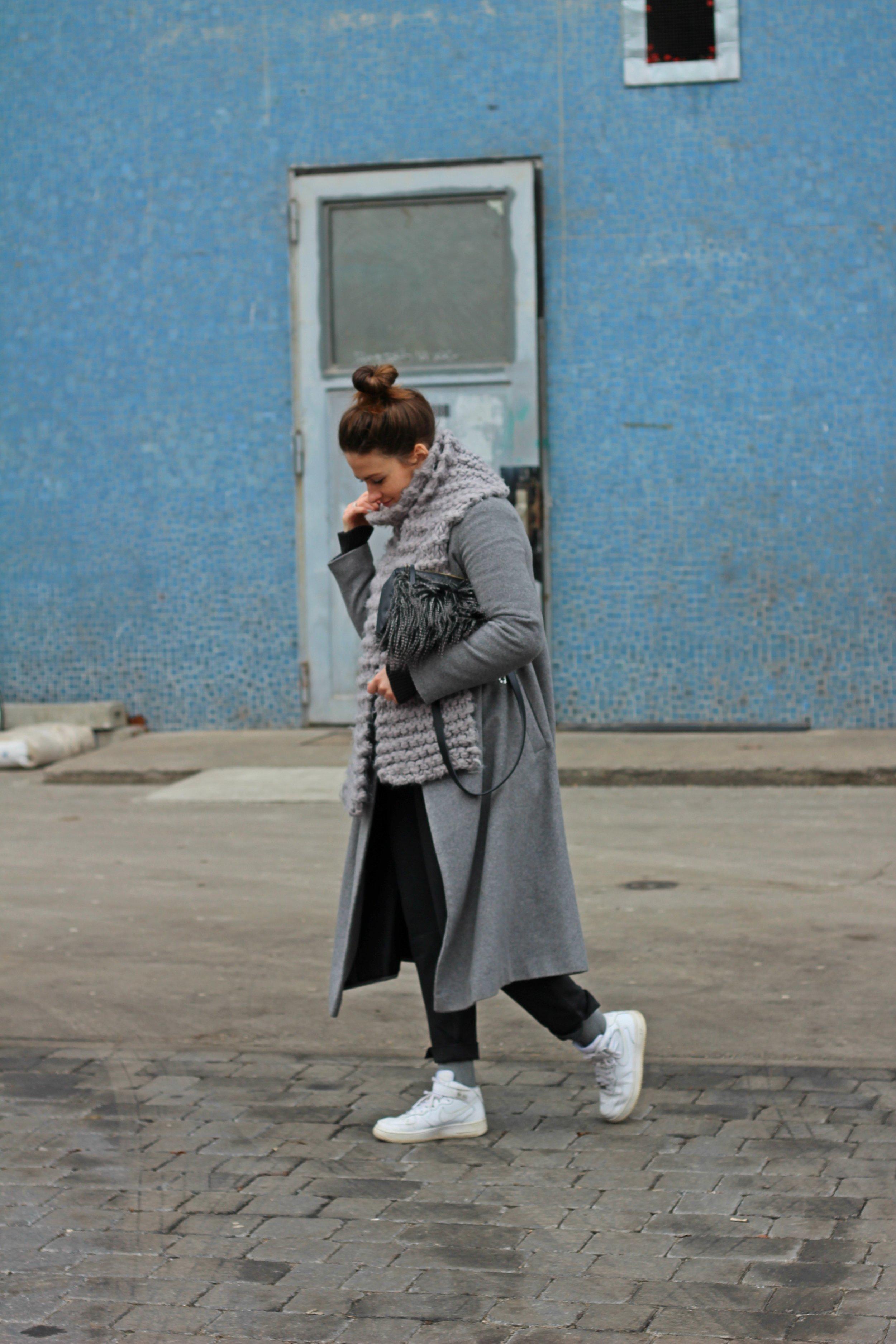 annaporter-grey-coat-trade-show-berlin-look