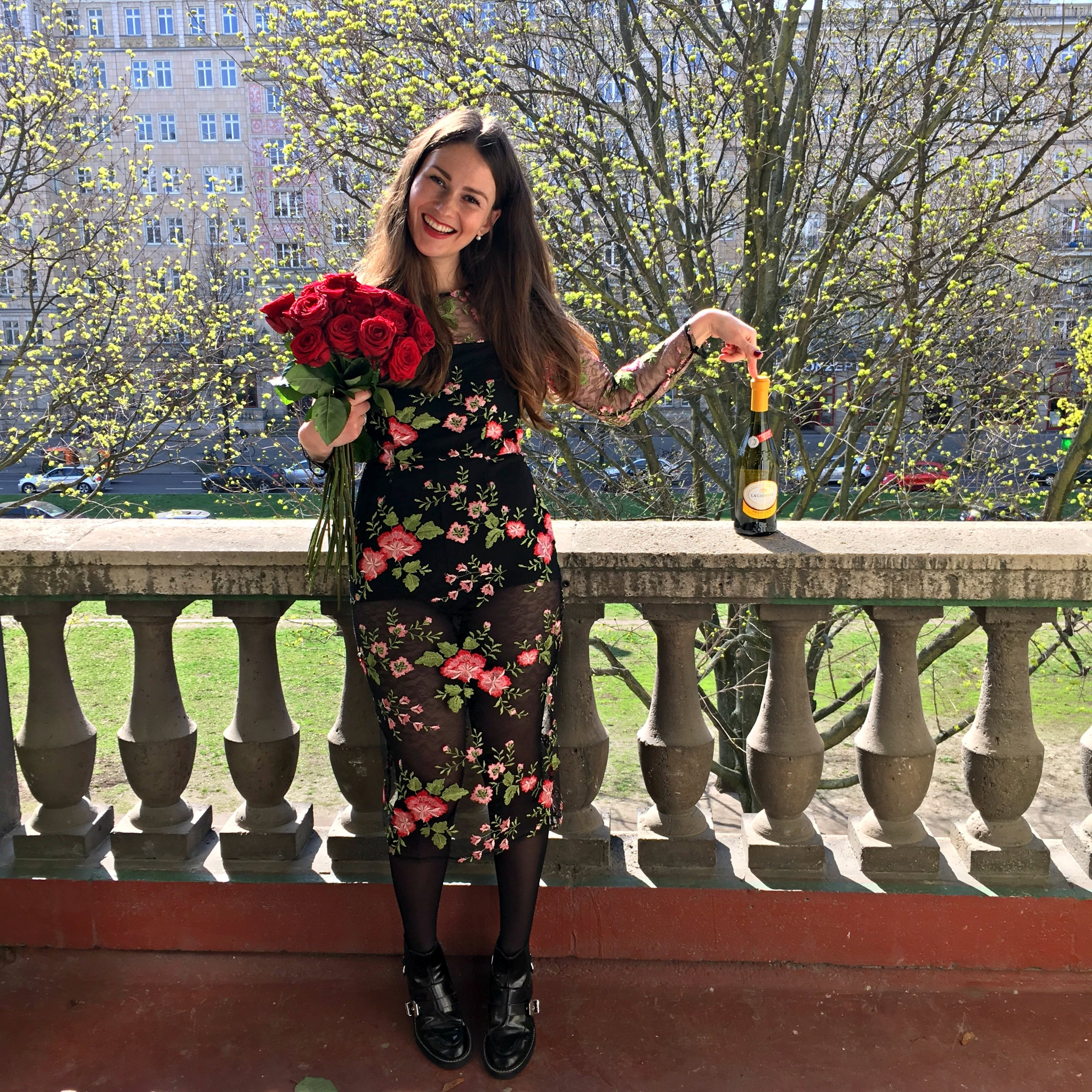 HAPPY BIRTHDAY TO ME! Discover my Birthday look in this stunning floral dress...