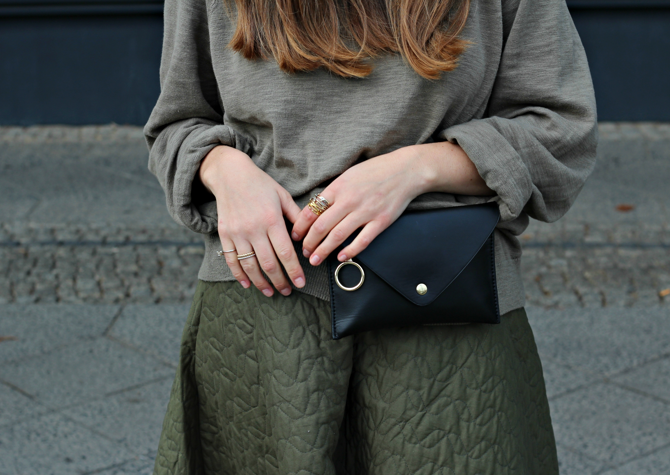 annaporter-green-skirt-uniqlo-shabbiesamsterdam-belt-bag-details