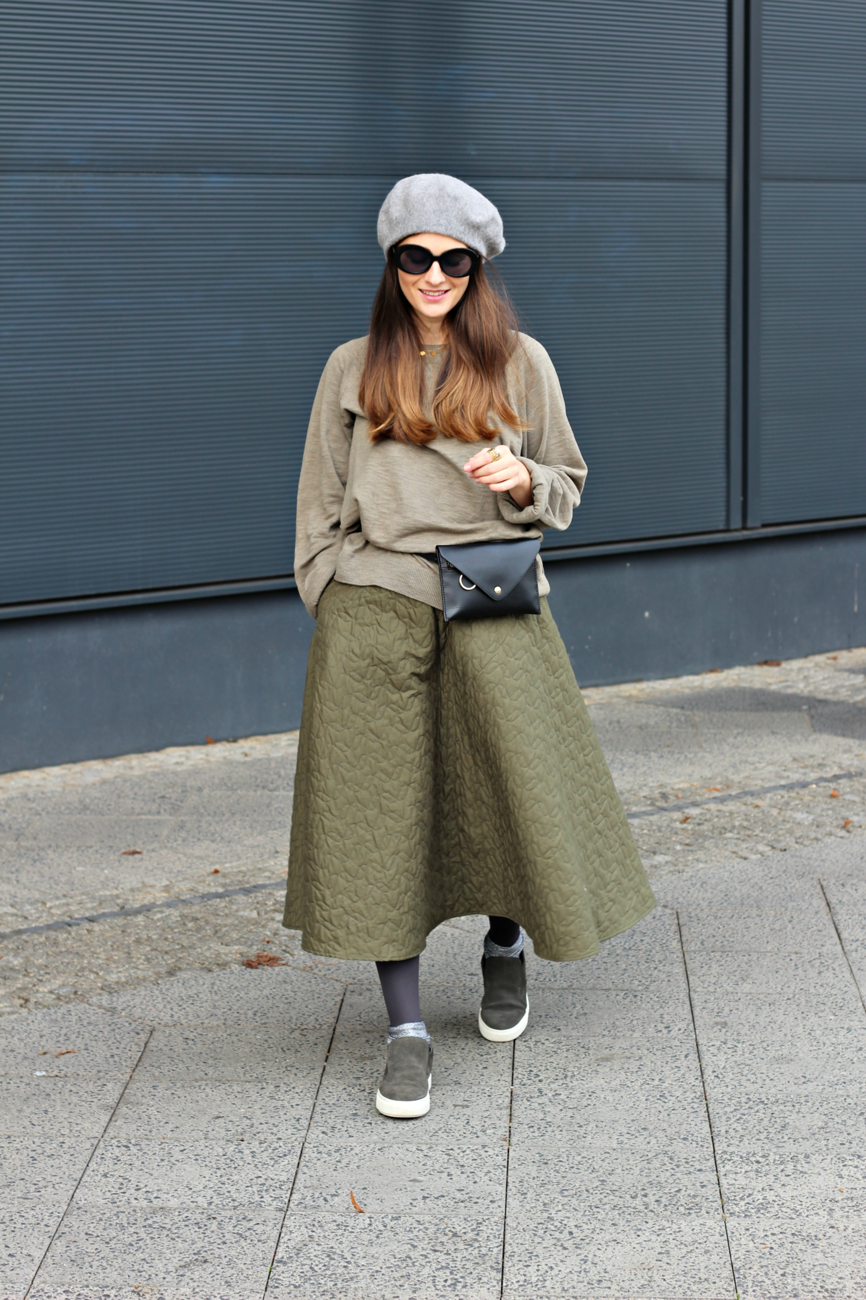 annaporter-shabbies-amsterdam-uniqlo-olive-green-look-casual-skirt-1