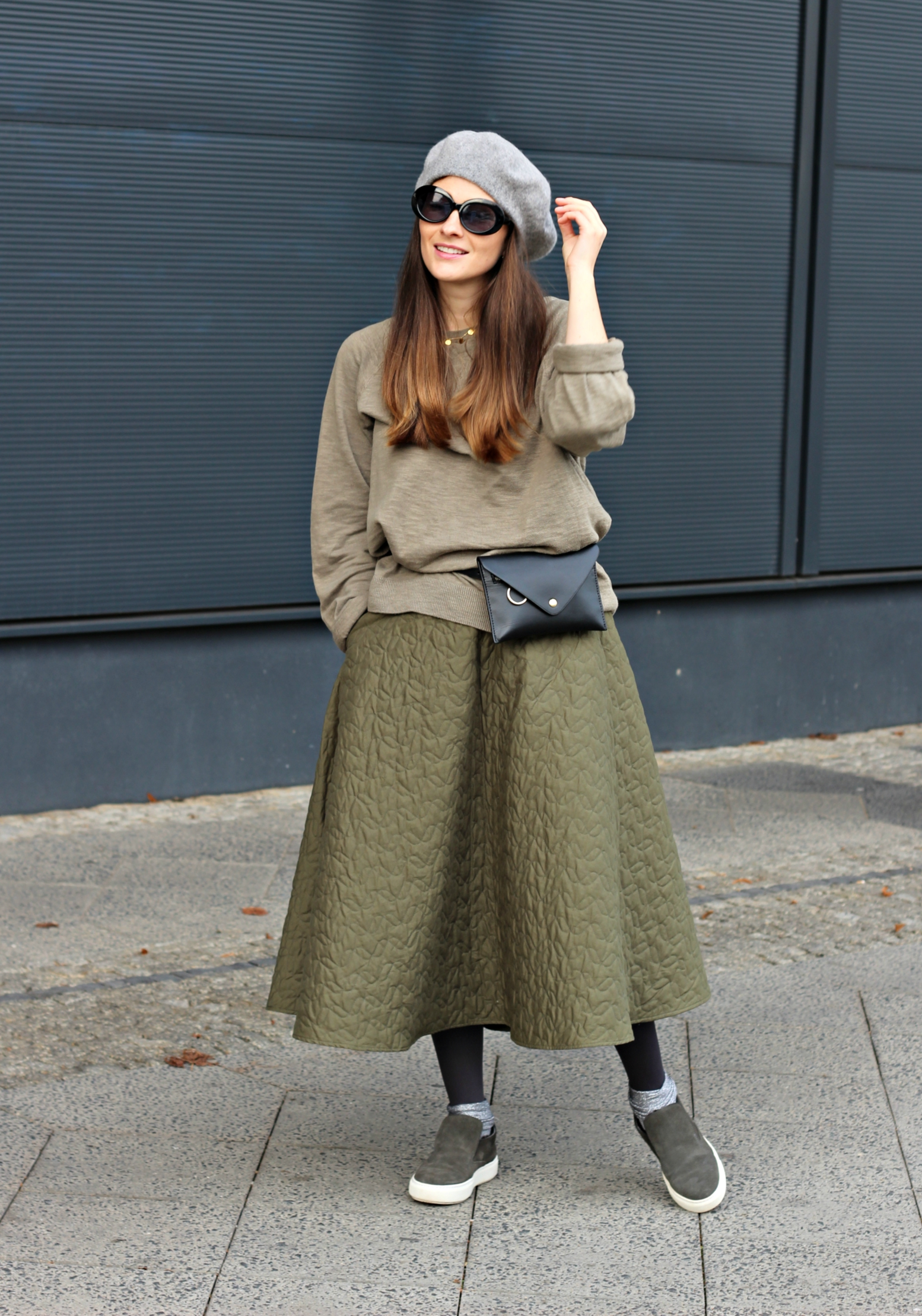 annaporter-shabbies-amsterdam-uniqlo-olive-green-look-casual-skirt-2