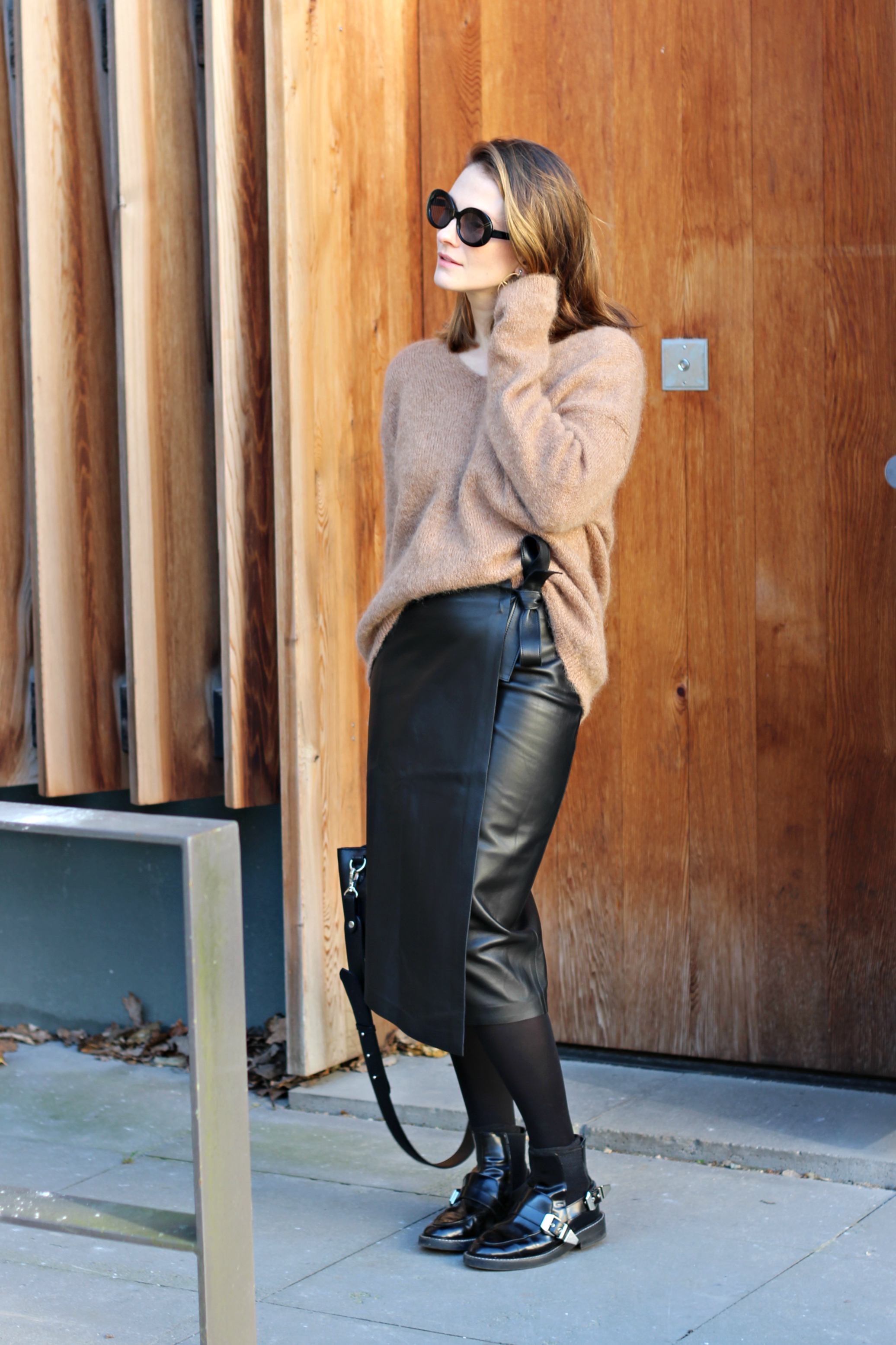 annaporter-camel-sweater-leather-skirt-hm-2