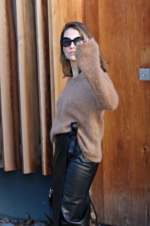 annaporter-camel-sweater-leather-skirt-hm-portrait