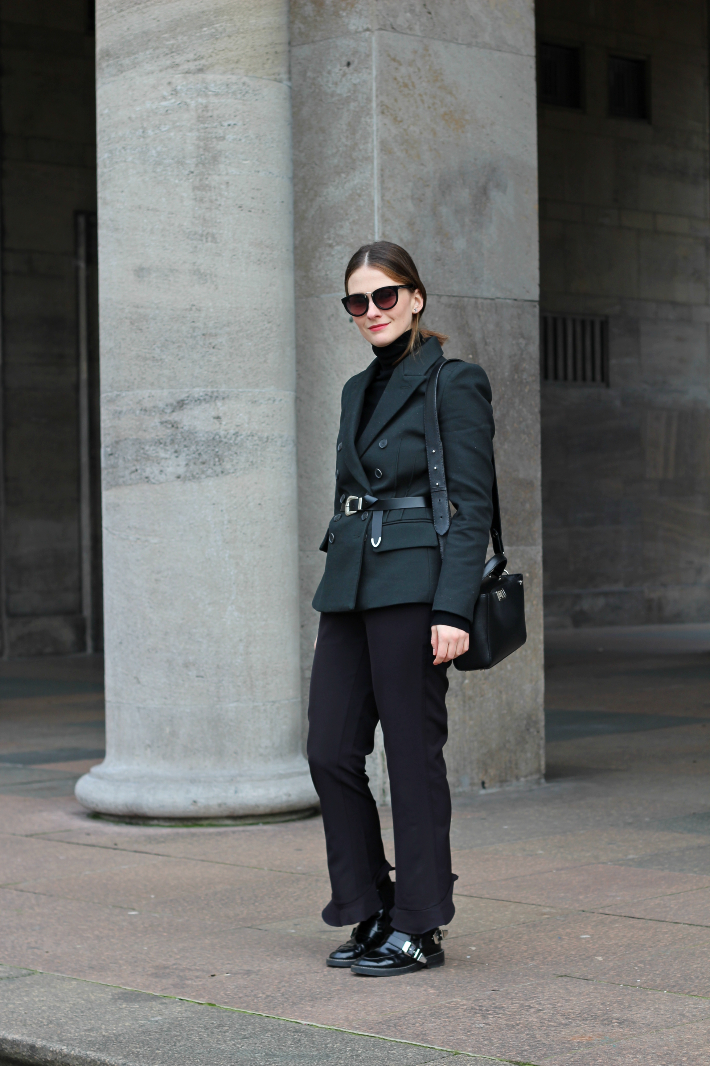 annaporter-double-breasted-blazer-dark-green-mango-business-look-4
