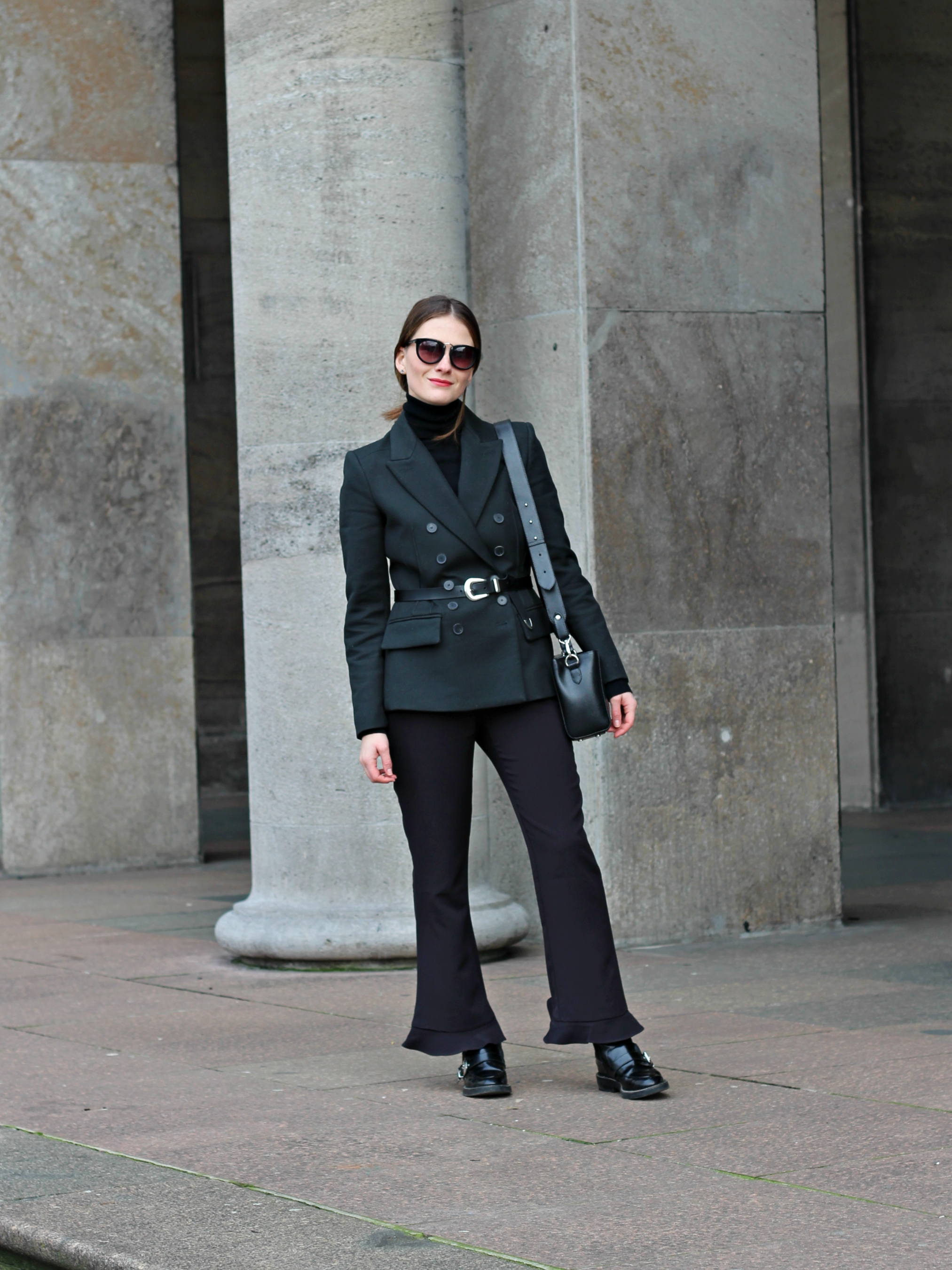 annaporter-double-breasted-blazer-dark-green-mango-business-look-5