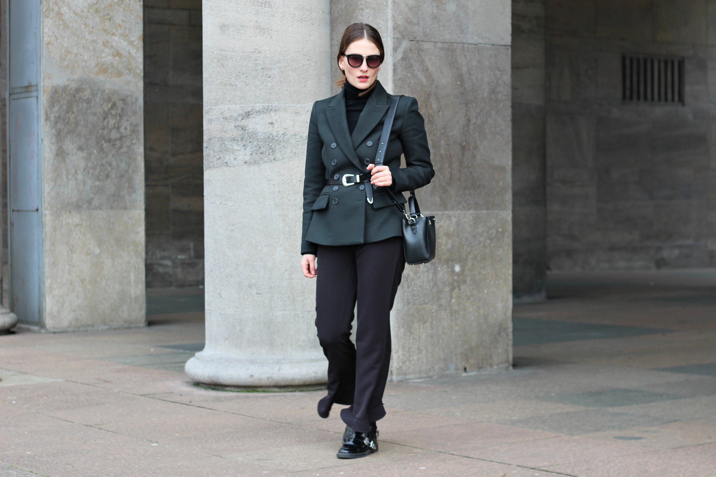 annaporter-double-breasted-blazer-dark-green-mango-business-look-featured-pic