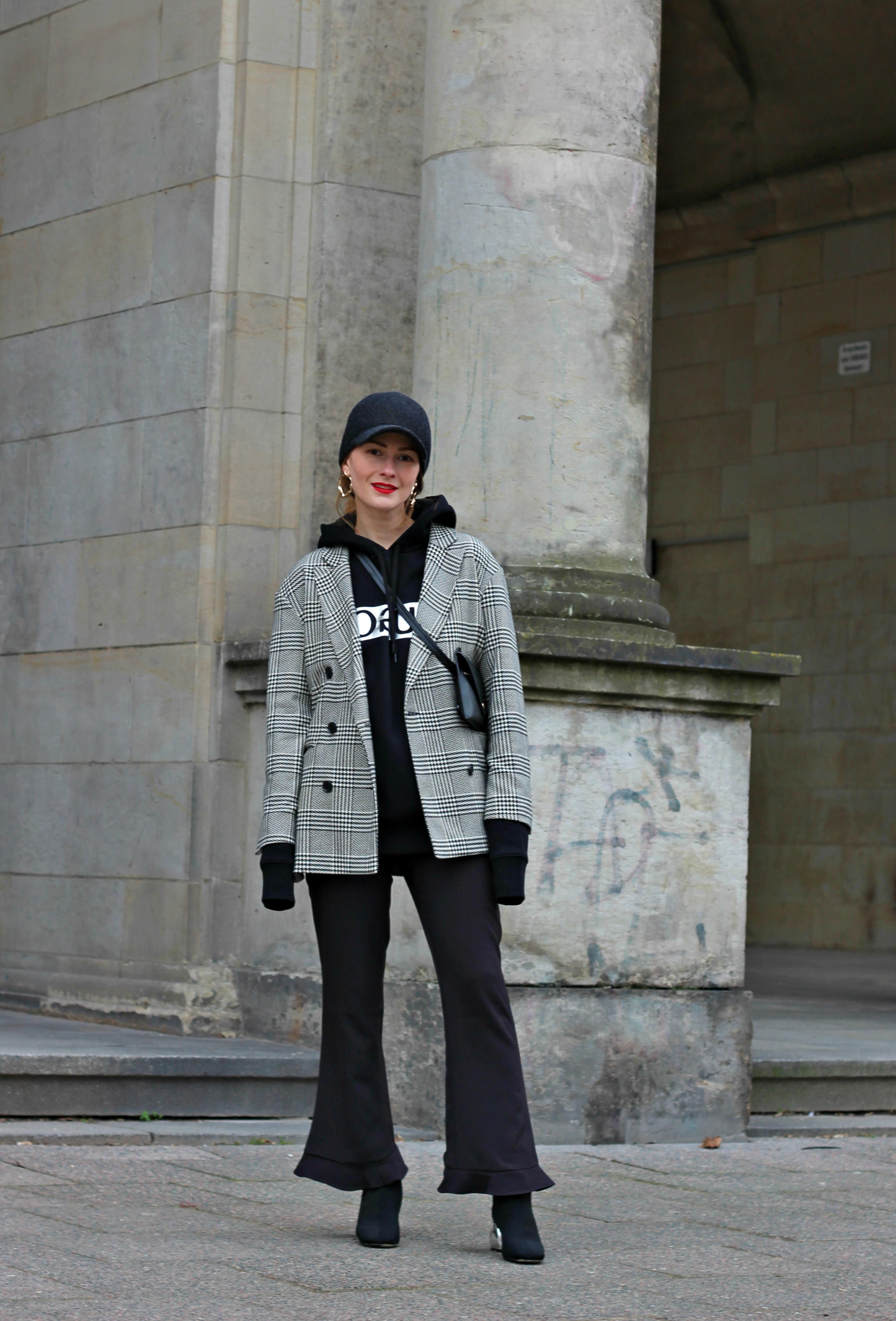 annaporter-hoodie-checked-blazer-hugo-black-casual-look-1