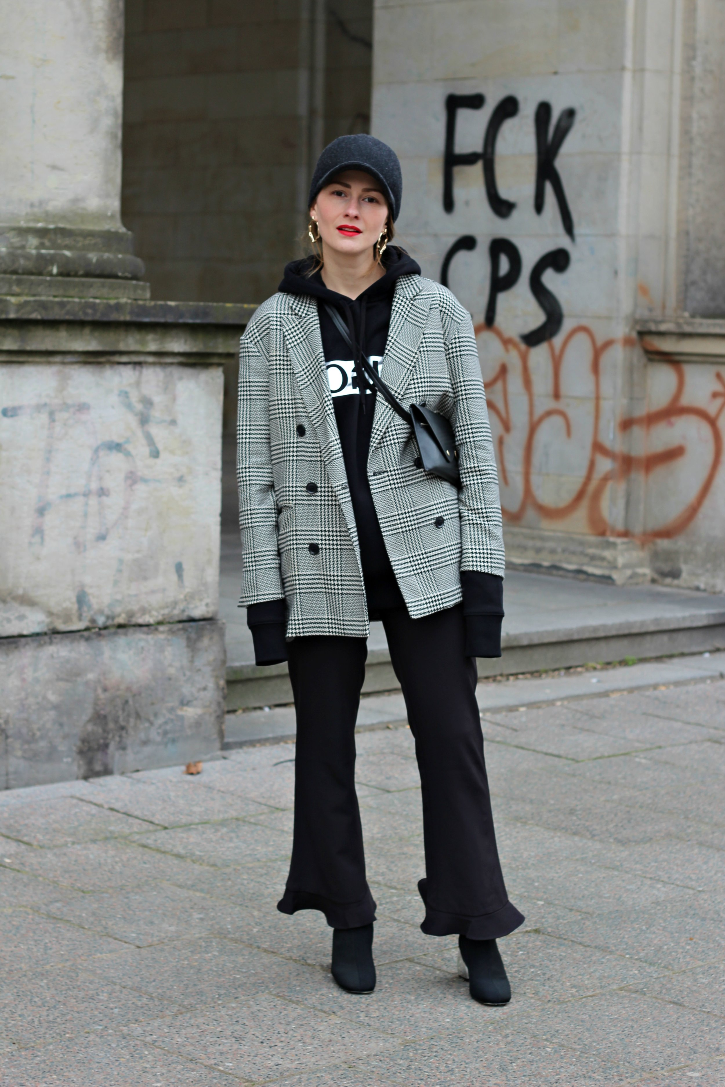 annaporter-hoodie-checked-blazer-hugo-black-casual-look