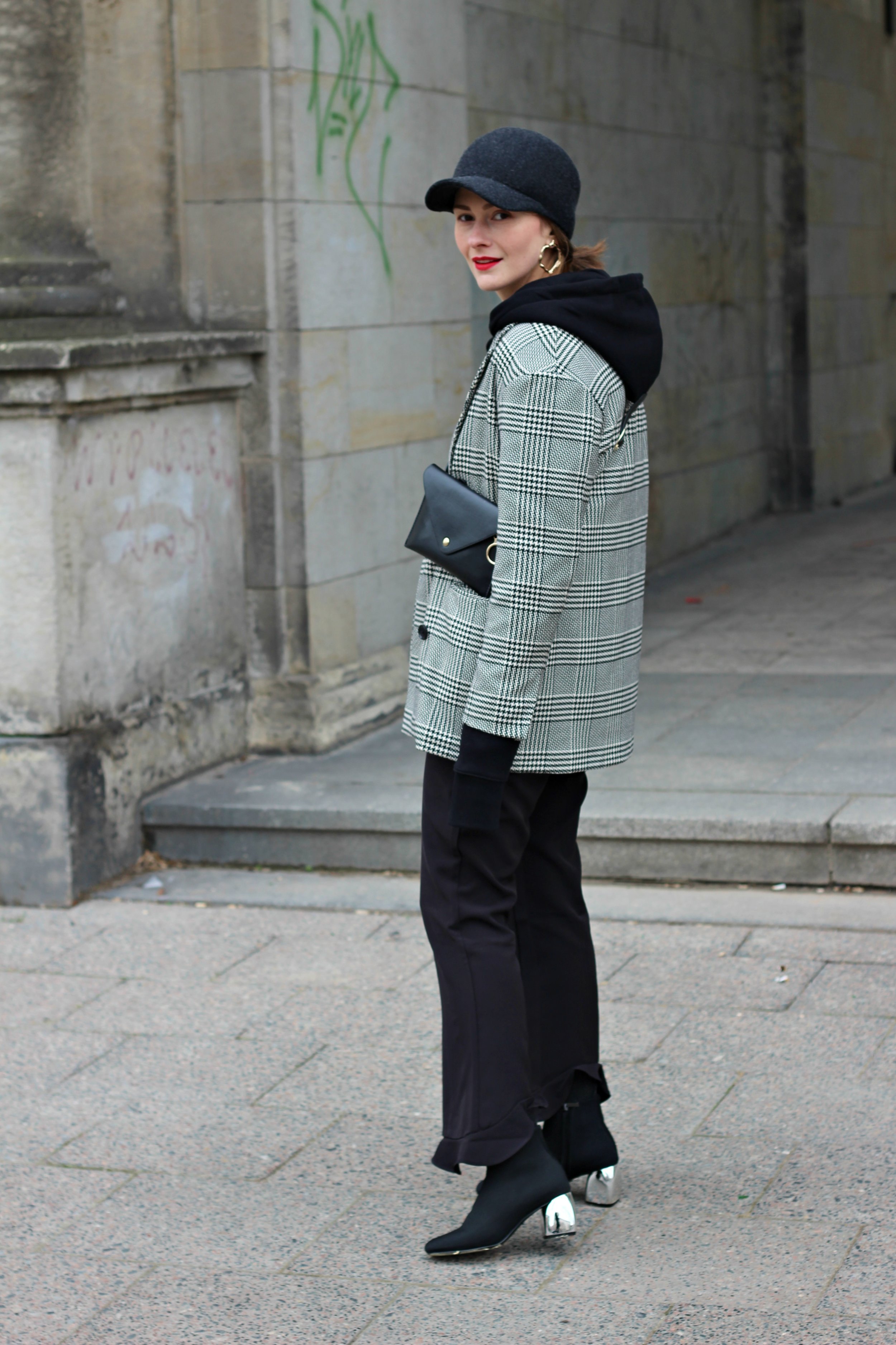 annaporter-hugo-hoodie-checked-blazer-casual-look-6