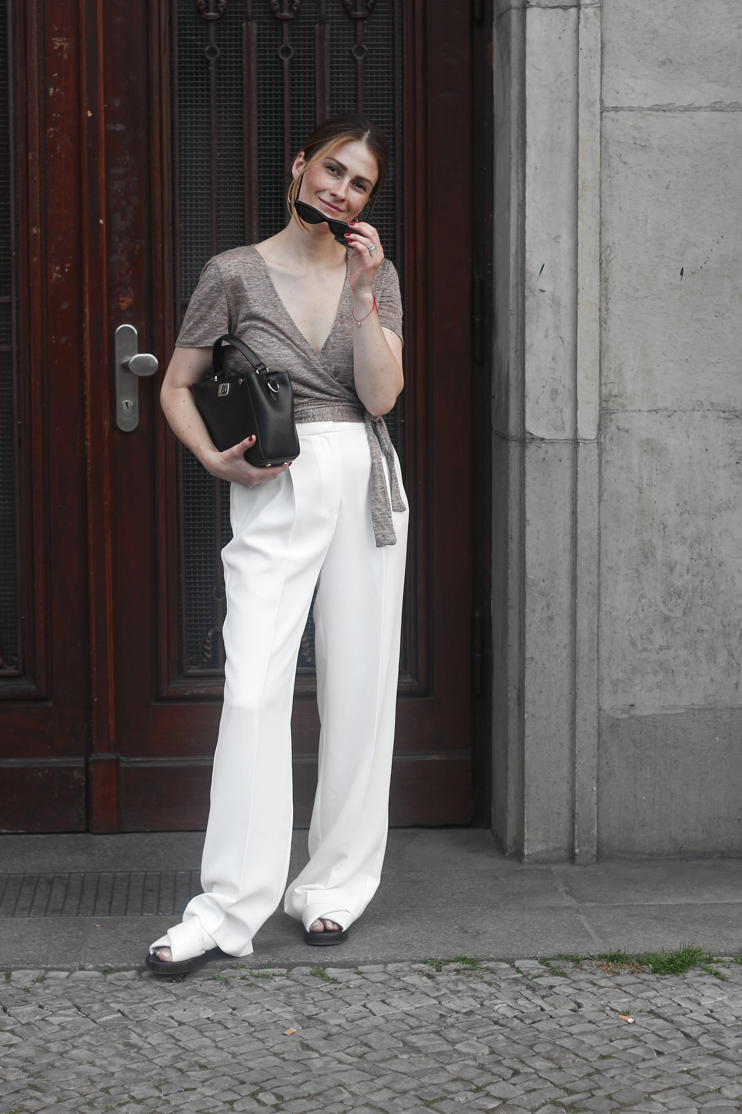 annaporter-white-trousers-croppedtop-summer-look-1