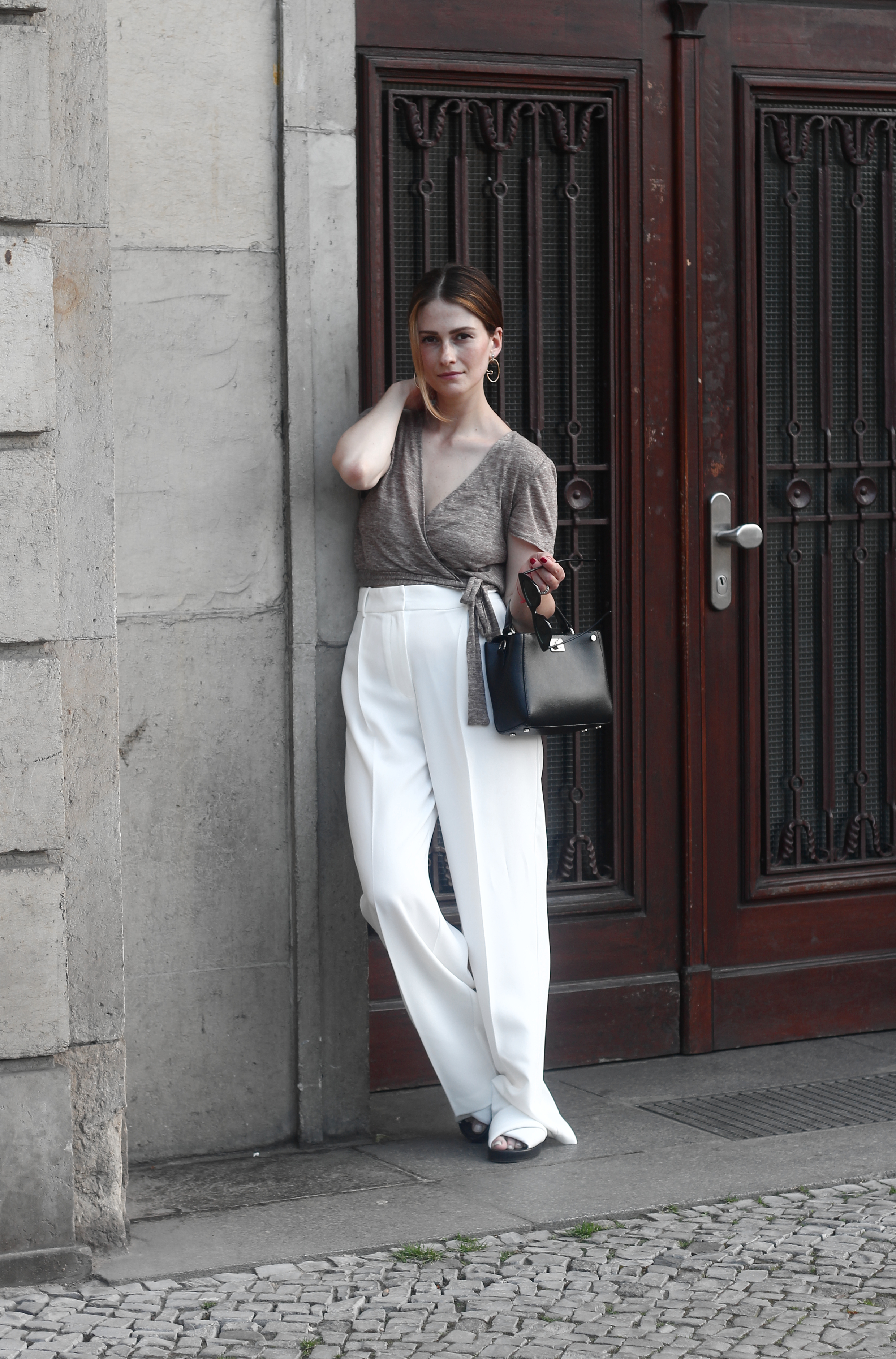 annaporter-white-trousers-croppedtop-summer-look-4