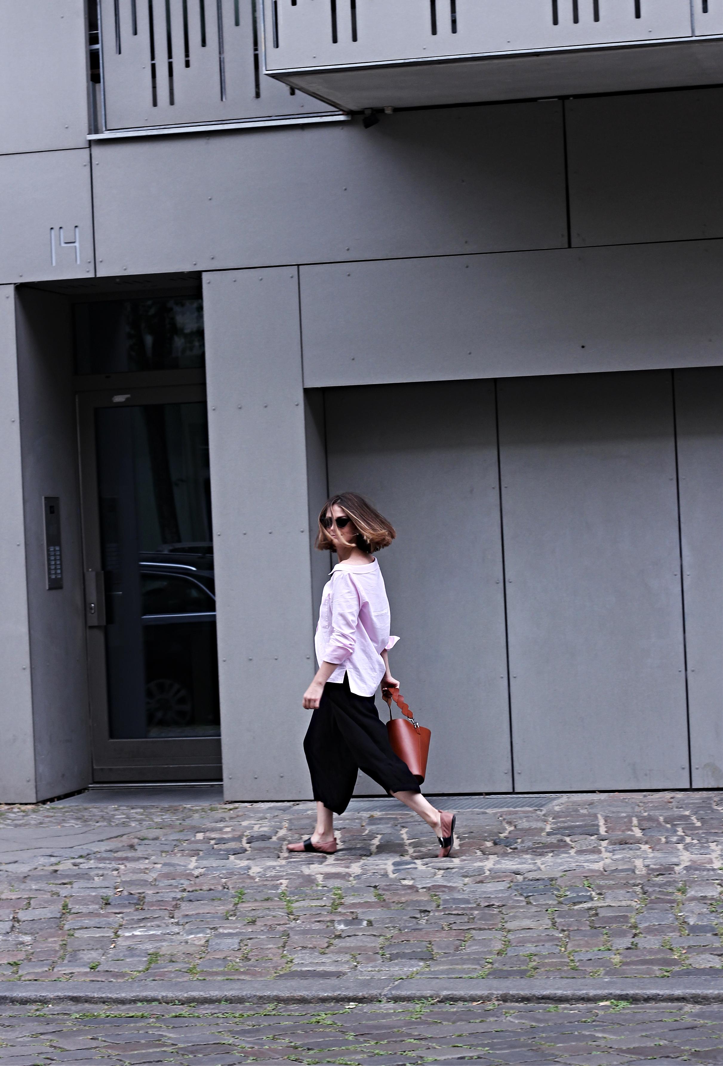 annaporter-offshoulder-shirt-drykorn-otherstories-ballerina-shoes-1