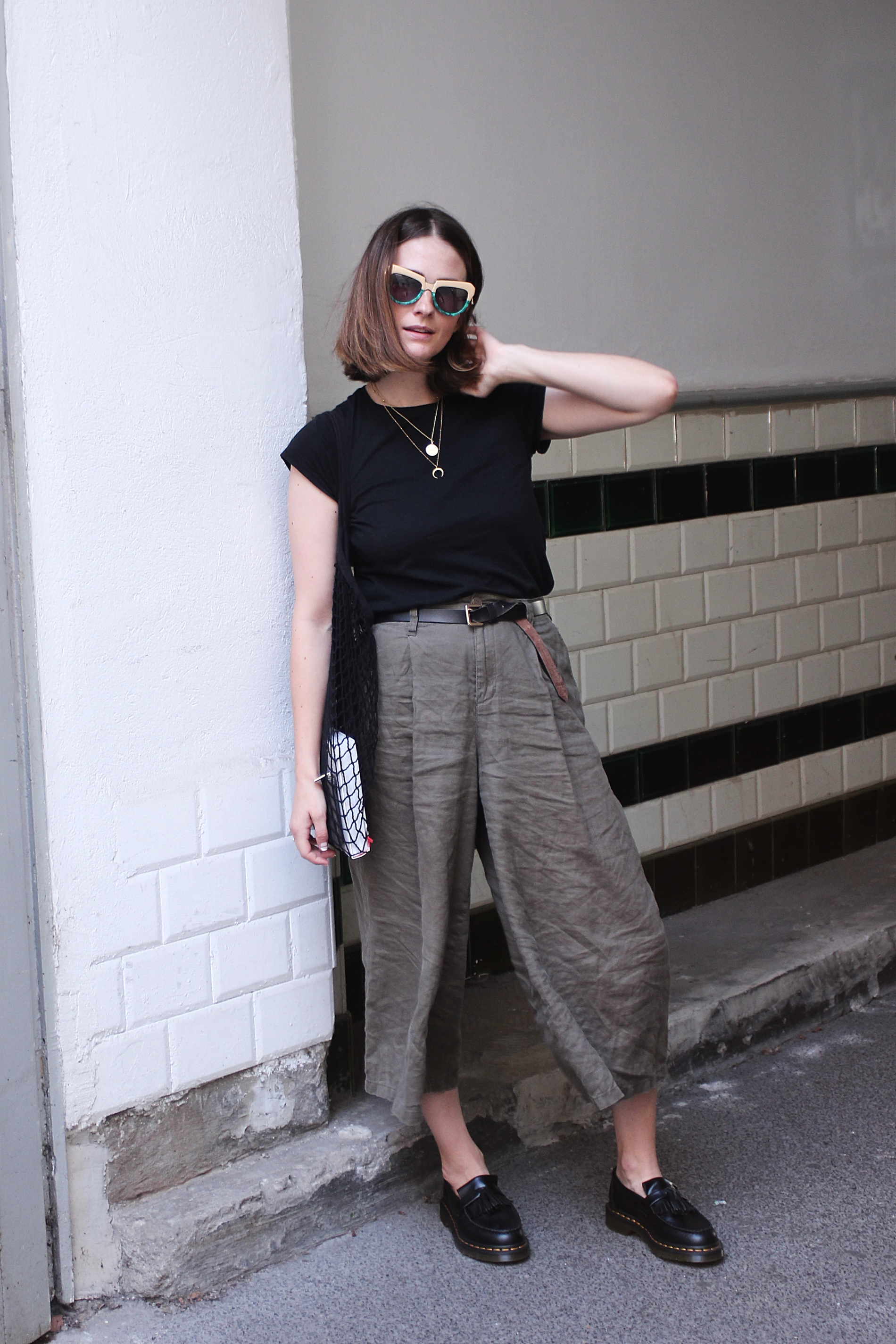 annaporter-fashion-blogger-khaki-culottes-martens-loafers