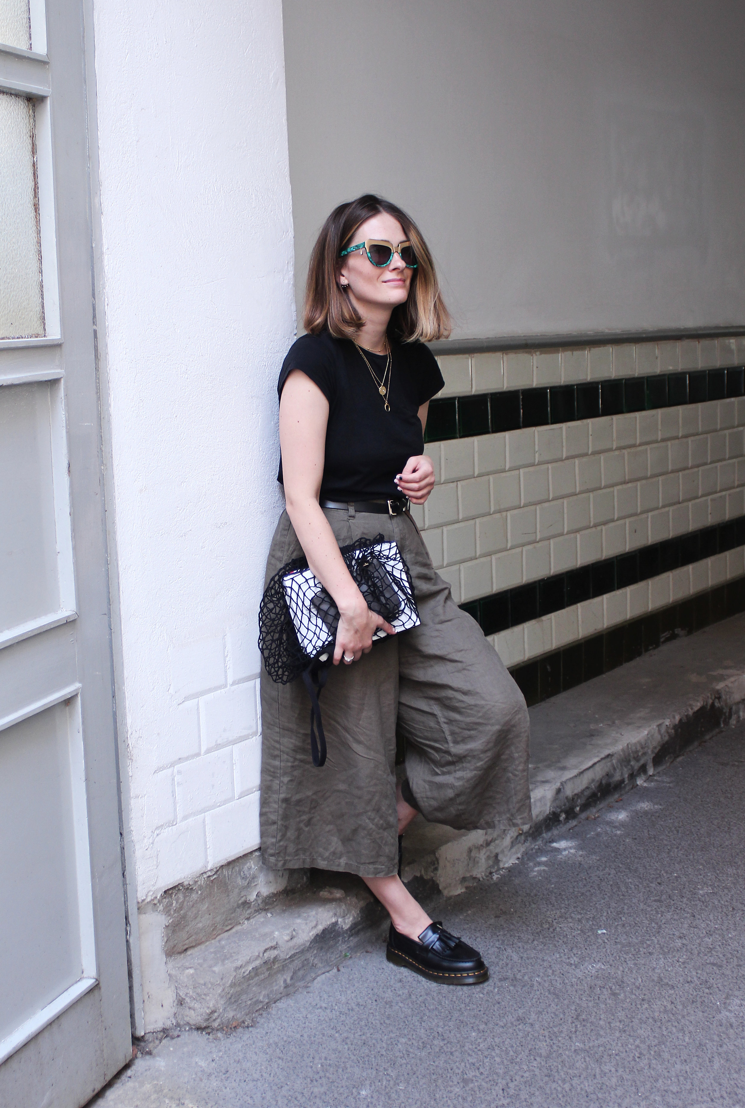 annaporter-khaki-culottes-martens-loafers-fashion-blogger-outfit