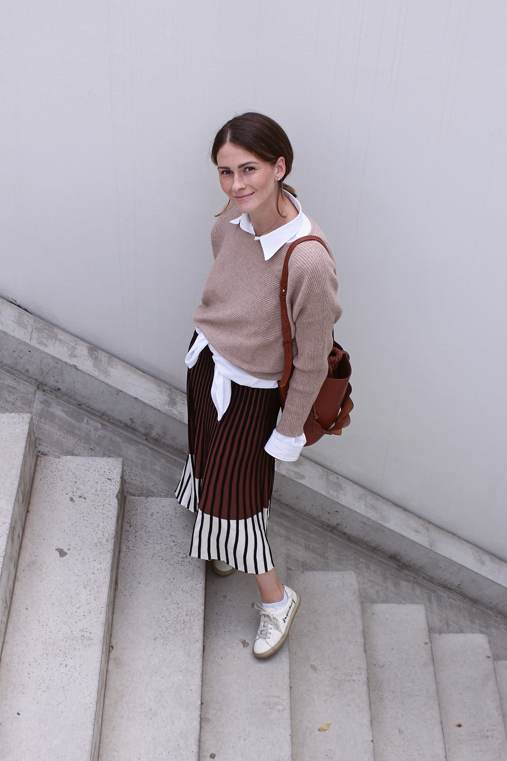 annaporter-beige-brown-outfit