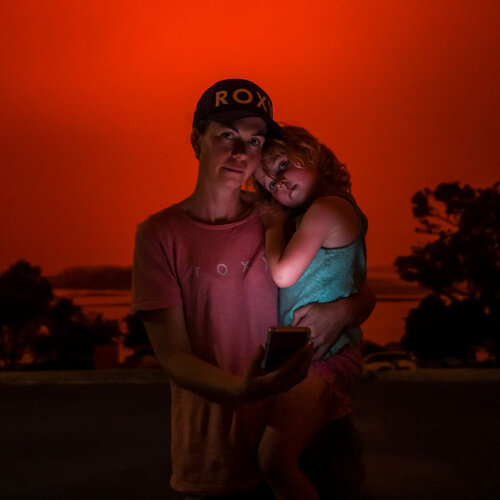 Josie Kerr [wearing ROXY tee and cap] and Ellie were forced to evacuate their home in Mallacoota [Australia]. Justin McManus/The Age/Fairfax Media via Getty Images