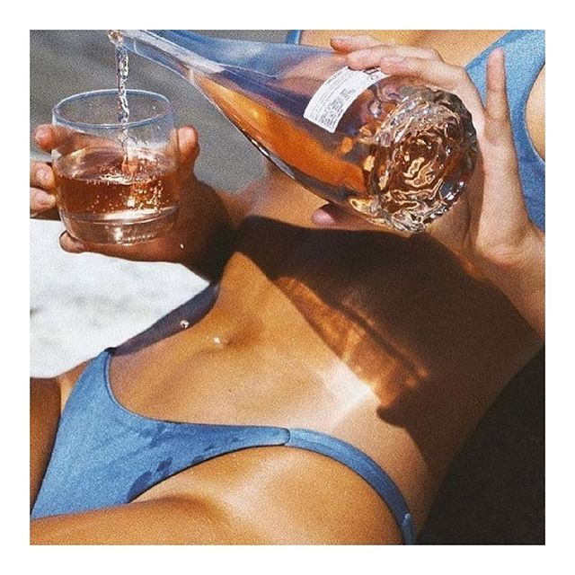 Beauty Tip 0.1: Stay hydrated ✨ @sommer.swim . #beach #bikini #summerswim #tan #sunkissed #model #water #hydration #summer #beauty #tip #visual #moodboard #photooftheday #thevogueciel