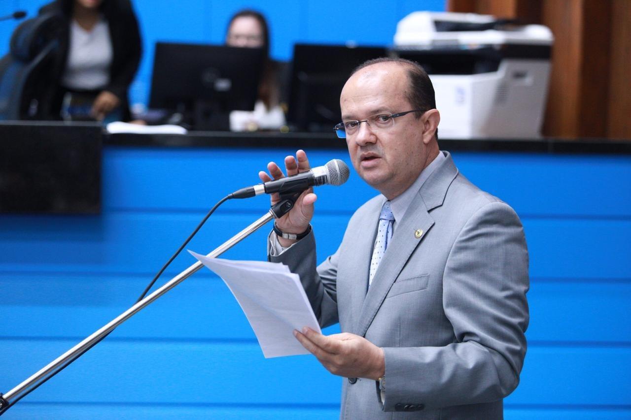 Legenda: Barbosinha indica ações para beneficiar os municípios de Dourados e Bodoquena. Foto: João Garrigó