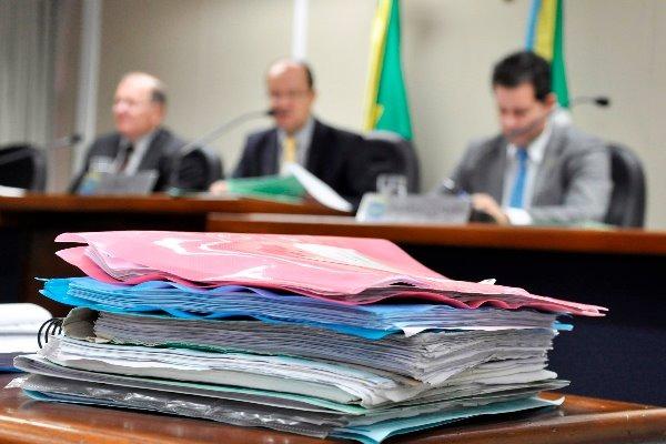 Dois vetos vão a plenário após parecer opinativo da CCJR. Foto: Luciana Nassar