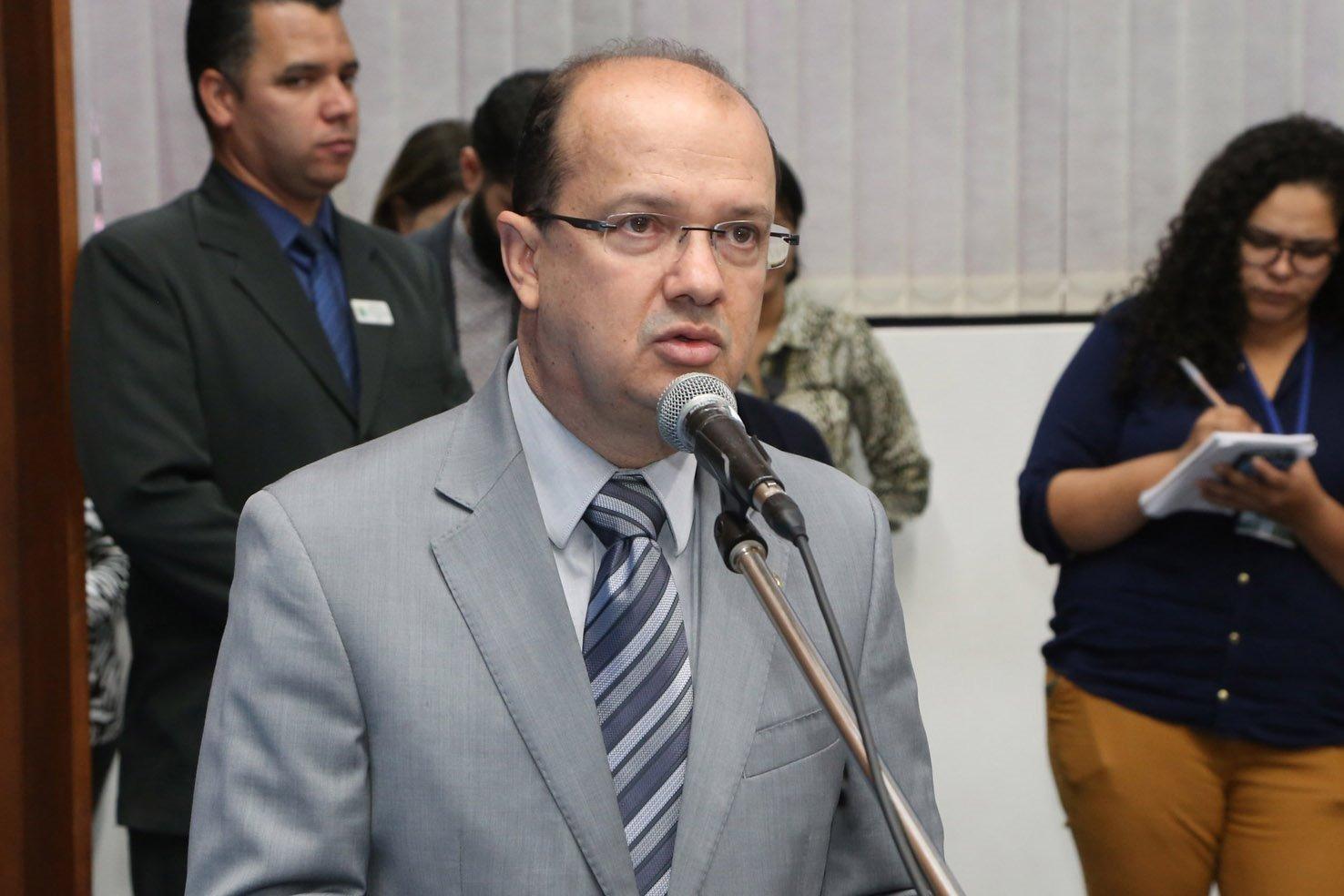 Deputado Barbosinha pede patrolamento e cascalhamento para Anaurilândia