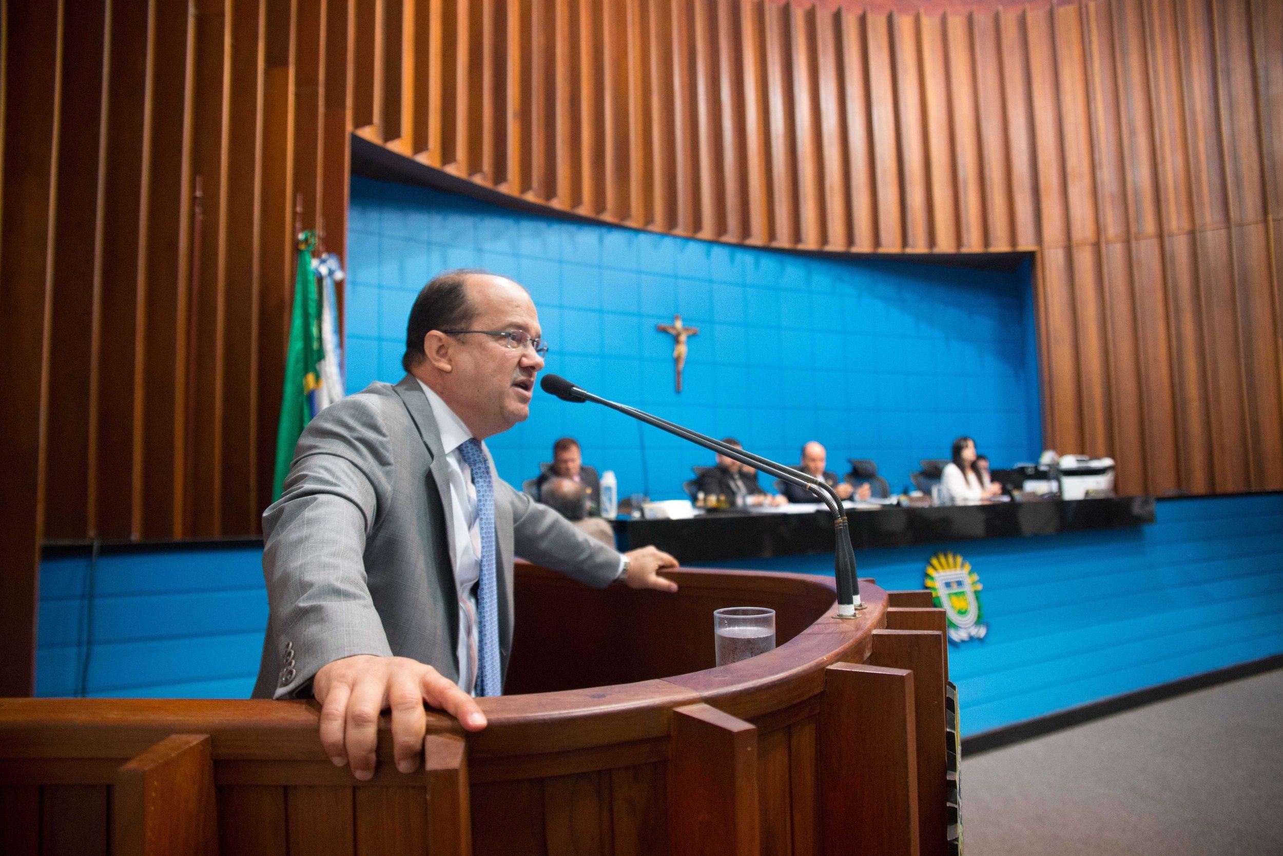 Deputado José Carlos Barbosa apresentou projeto durante sessão na Assembleia. Foto: João Garrigó