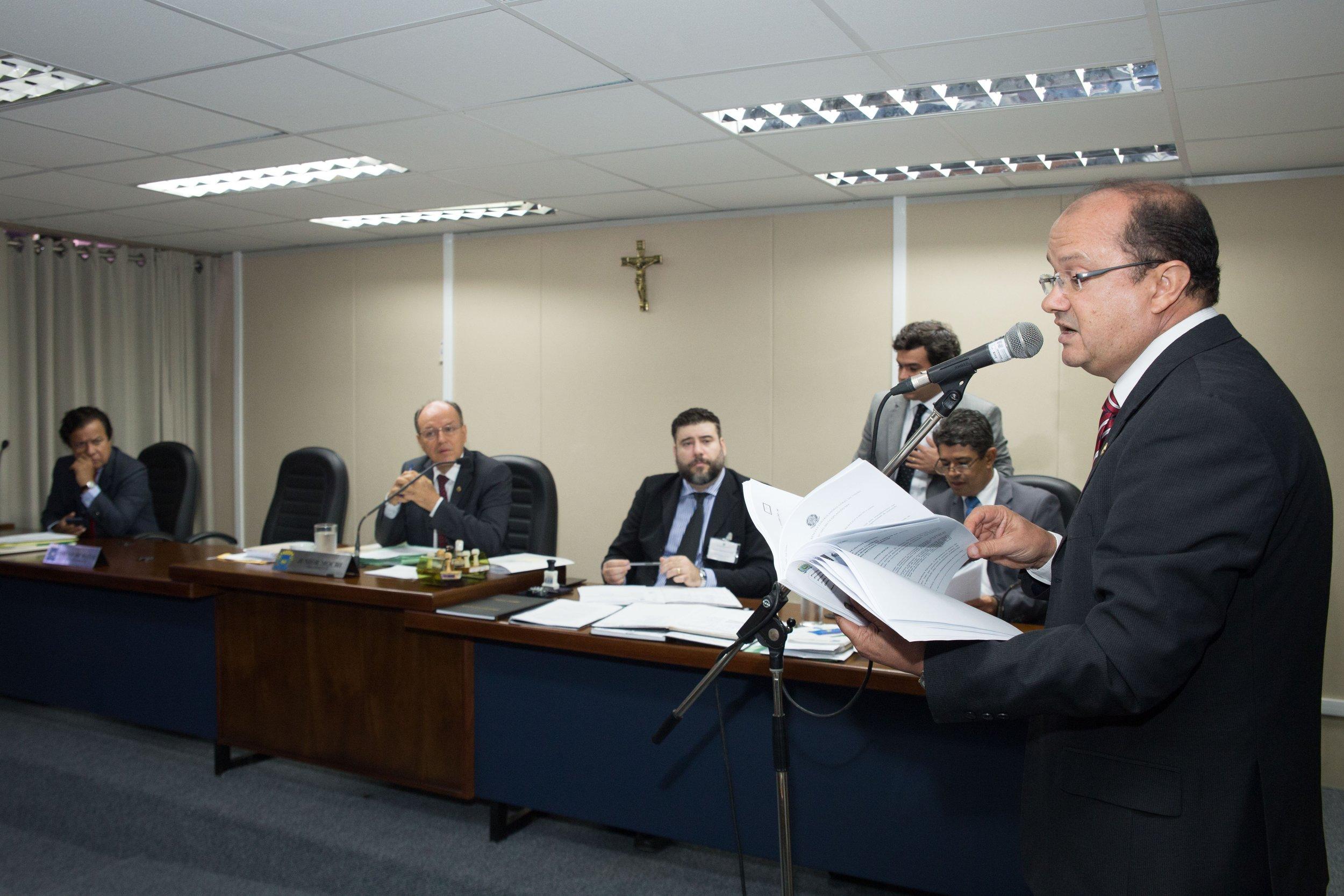 Deputado José Carlos Barbosinha quer atualização sobre as modalidades de licitação. Foto: João Garrigó