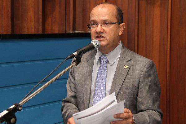 Deputado Barbosinha disse que o objetivo da iniciativa é auxiliar consumidores de Mato Grosso do Sul. Foto: Wagner Guimarães