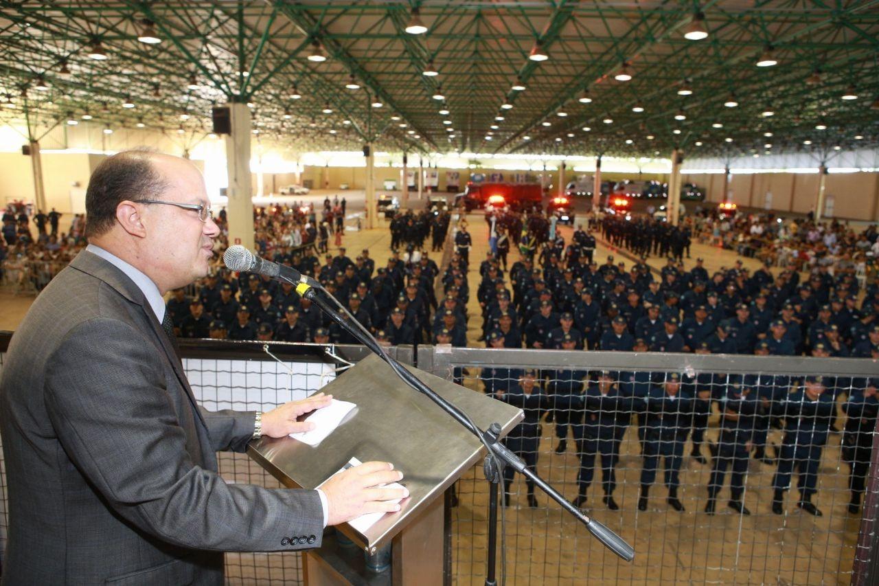 Deputado Barbosinha participa de formatura de cabos da Polícia Militar de MS. Fotos: João Garrigó