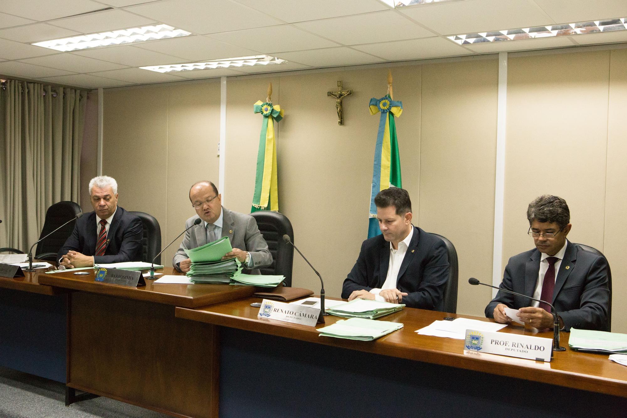 CCJR emite pareceres favoráveis a seis projetos e um pela manutenção de veto. Fotos: João Garrigó