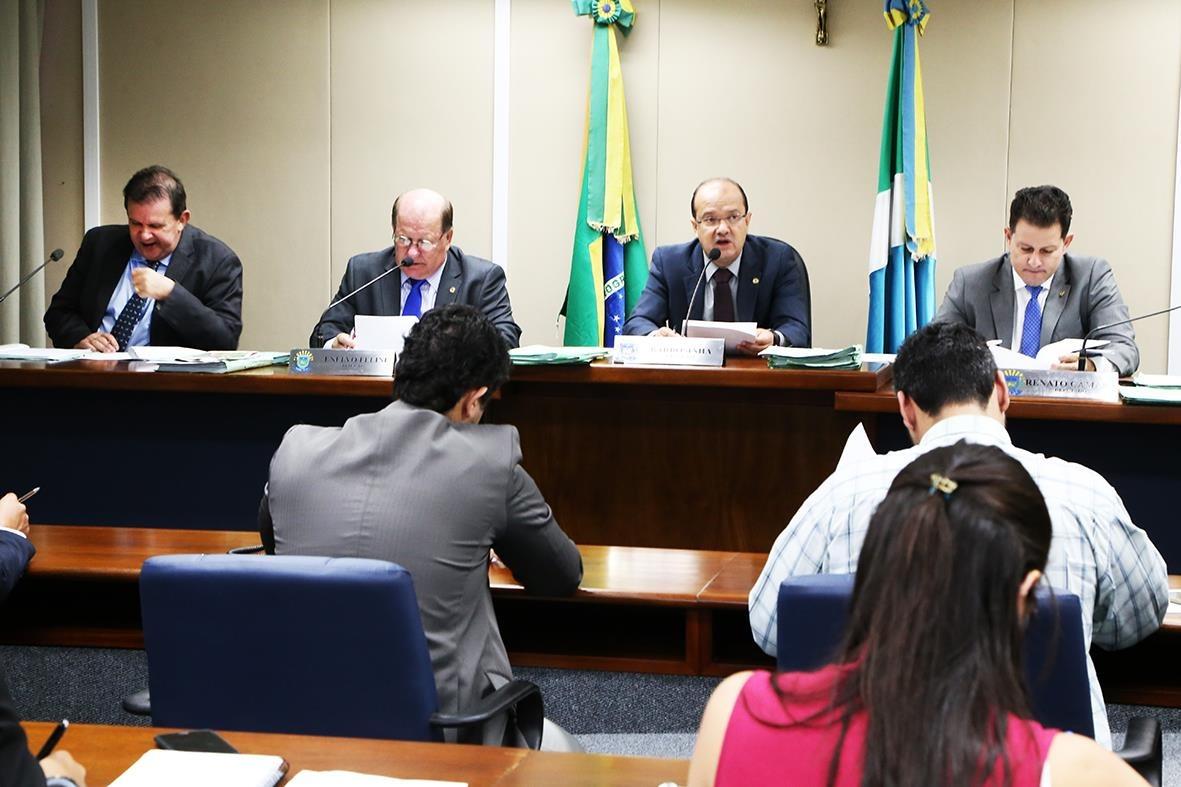 Também foram distribuídos nove projetos para apreciação dos deputados membros da comissão