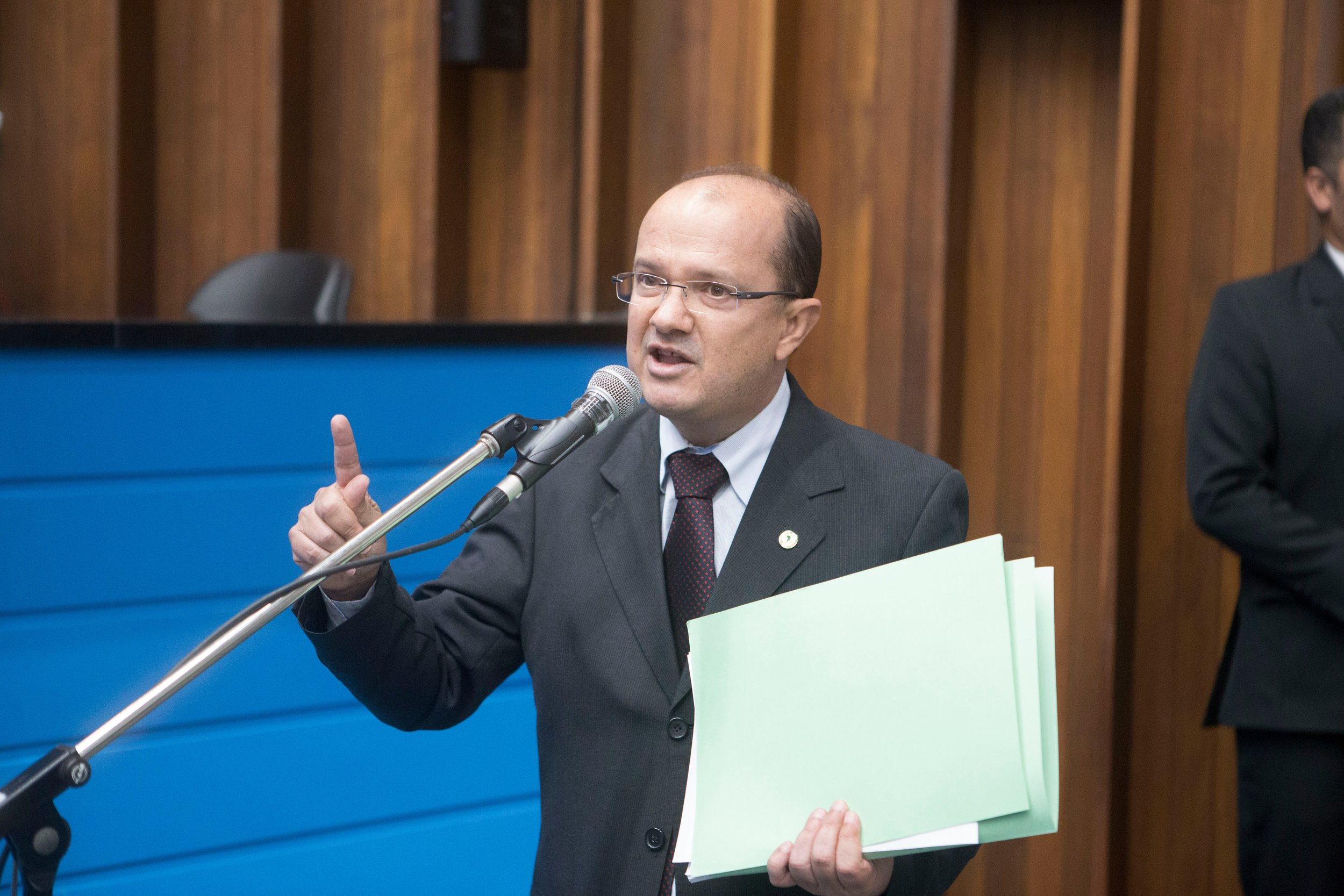 Deputado Barbosinha solicita melhorias no transporte coletivo no bairro Riviera Park e em Laguna Caarapã