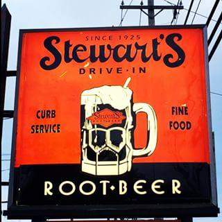 Stewarts_Root_Beer_stand_sign.jpg