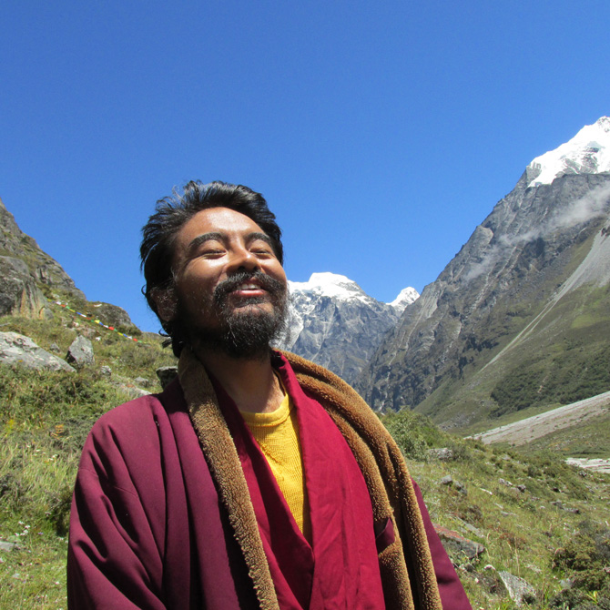 mingyur-rinpoche-basking-in-sunlight