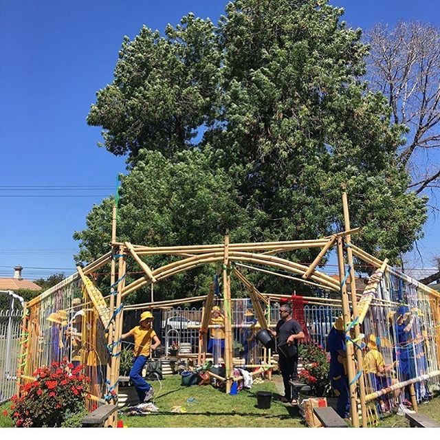 Slow art collective is making magic at Moreland Primary school! This installation is a place to knot, grow Indigenous plants, grow vegetables, collect seeds, share, slow down, weave and let the stories of Merri Merri yalluk animate our relation to our school grounds in Wurundjeri country #repost from @chacokato @dylanmartorelll #morelandprimaryschool #wurundjeriland #wurundjeriseasons