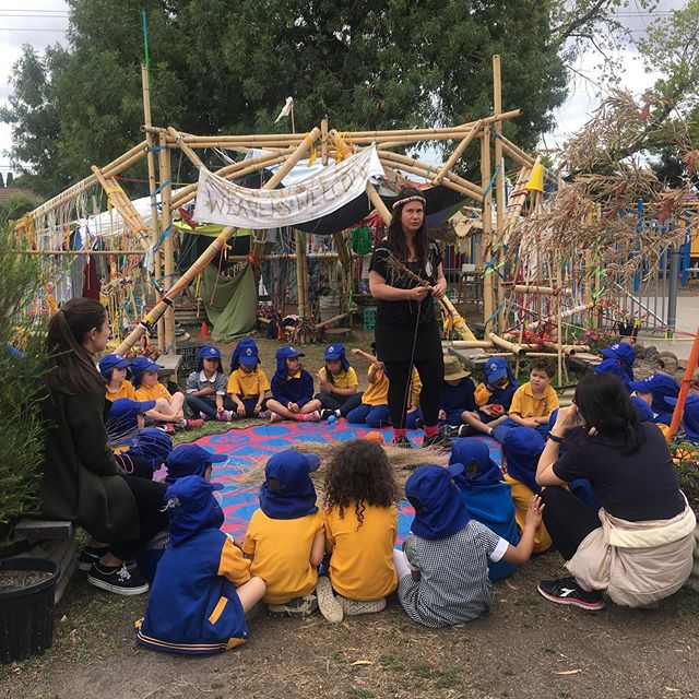 Weaving with poa grass today with @adrienne_kneebone at #morelandprimaryschool in slow art collective's bamboo installation... more yarns, more hangs, more fun
