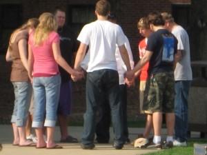 teens-praying2-300x225