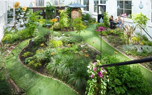 1355450172-hotel-droog-fairy-tale-garden-01-528x330