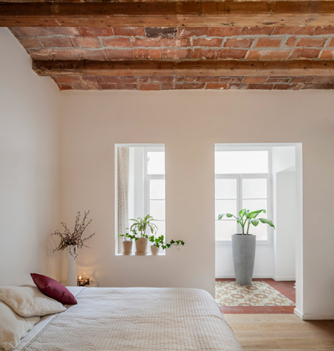 Renovated-apartment-in-Les-Corts-by-Sergi-Pons_dezeen_468_9