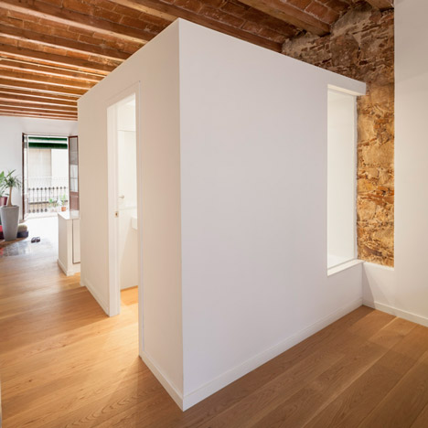 Renovated-apartment-in-Les-Corts-by-Sergi-Pons_dezeen_468_SQ1