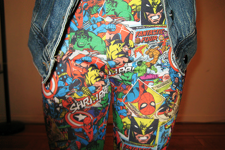Casual outfit featuring Primark's MARVEL superhero comic leggings.