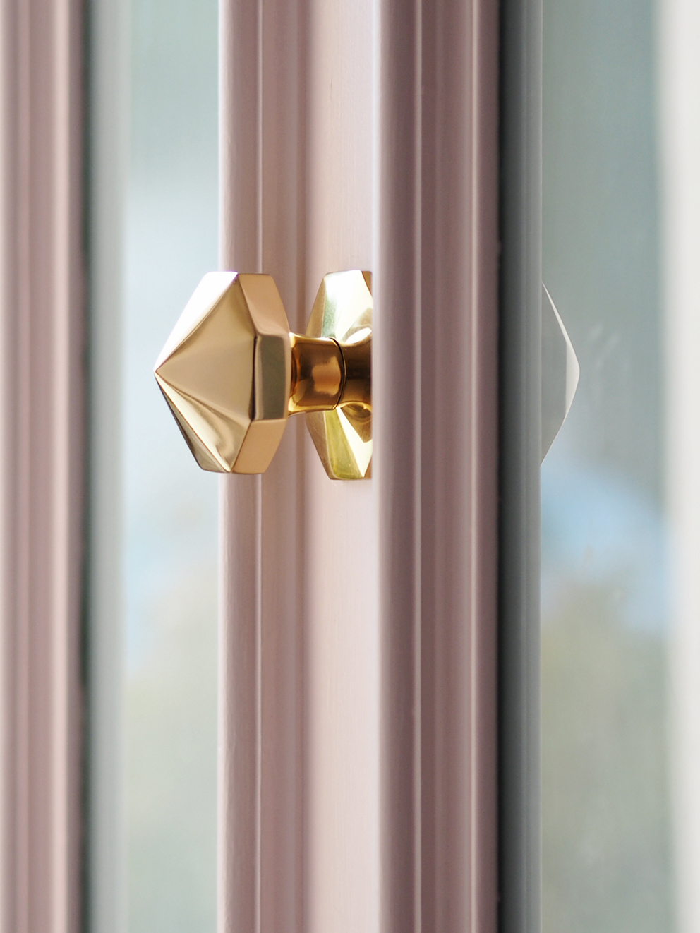 French For Pineapple Blog - Discovering Sanderson Paint - close up of brass door knob on Pink Ash Light paint