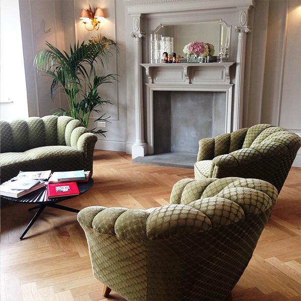 Living room with green deco style velvet sofas