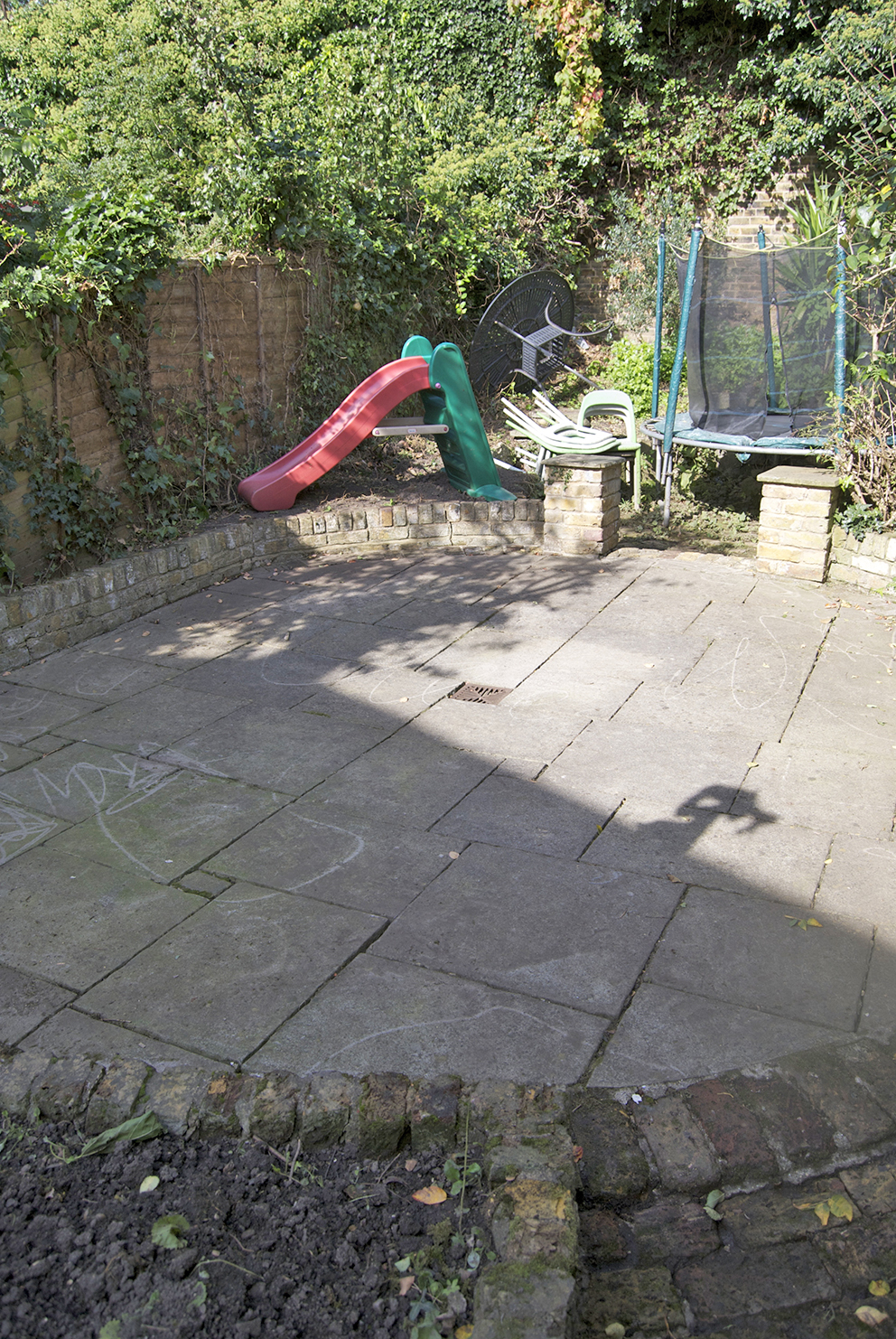 Drab garden before makeover - French For Pineapple Blog
