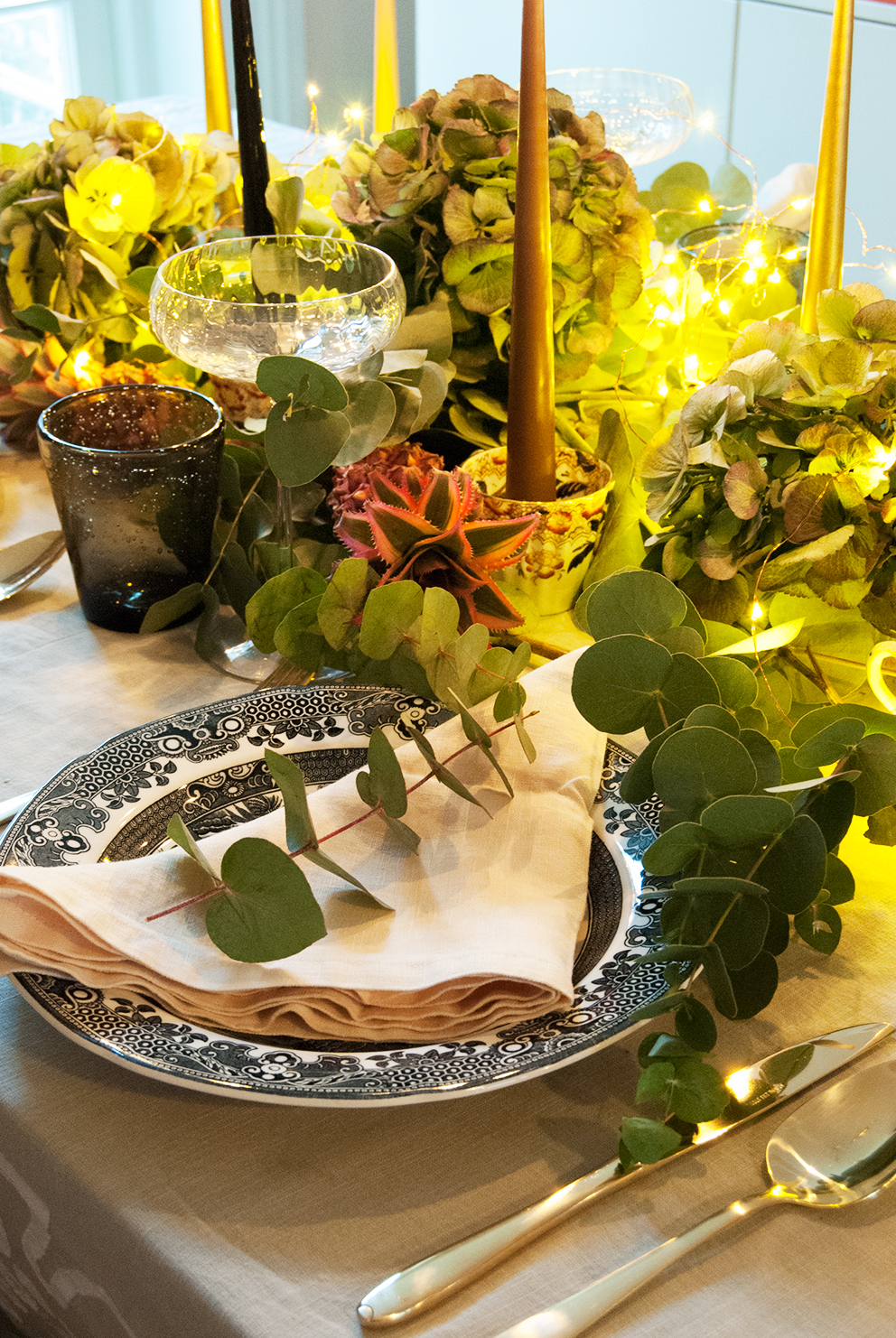 UK Home Blog Hop - French For Pineapple - Relaxed Glam Christmas Table