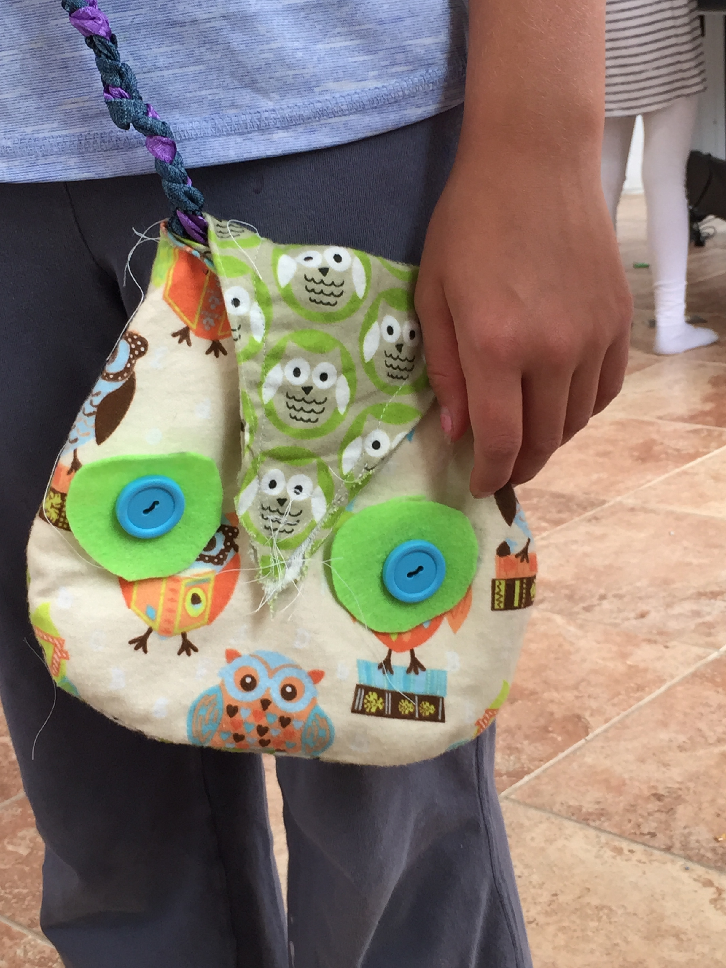 Close up of the cute owl purse.