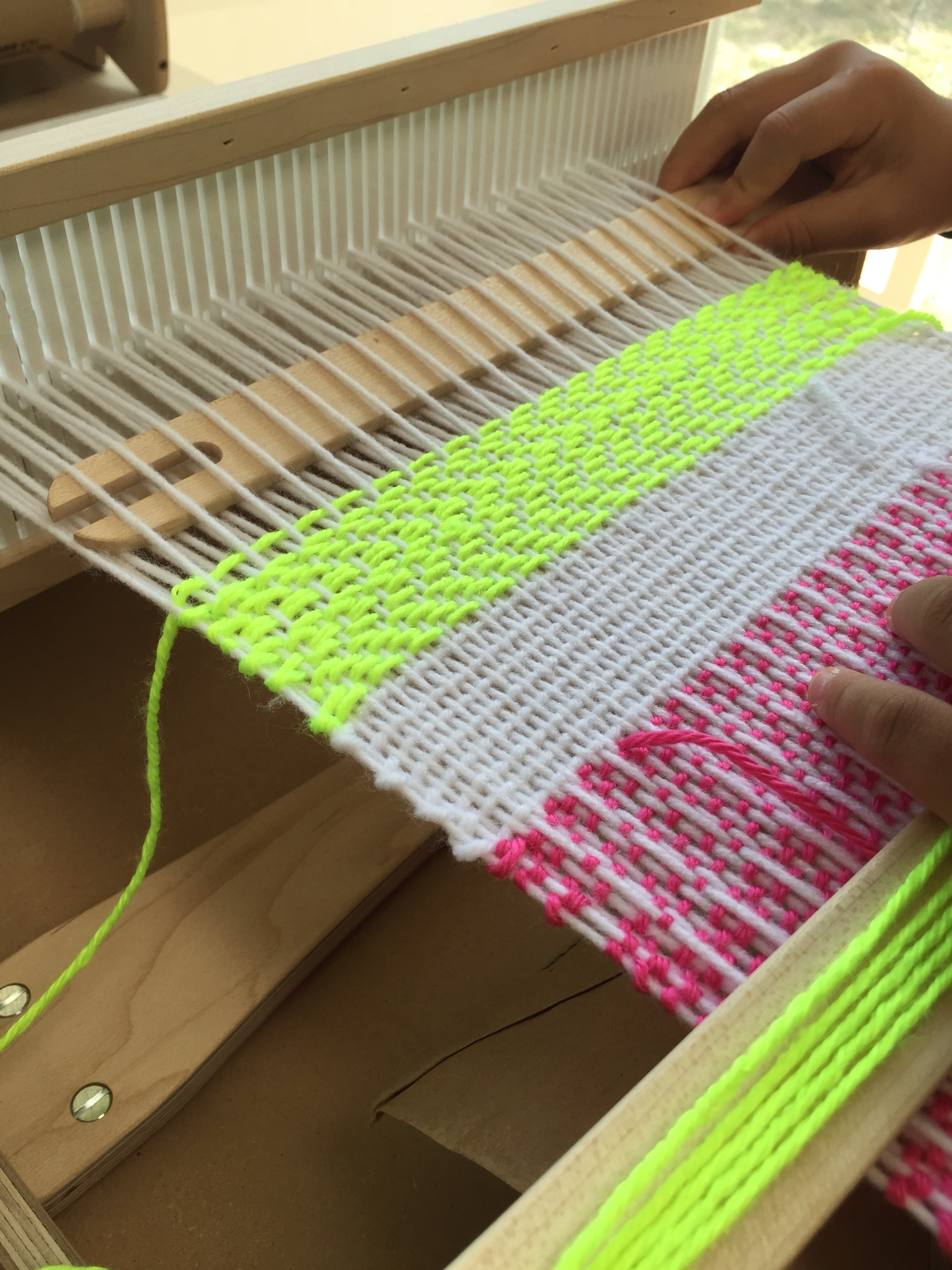 Twill pattern on the cricket rigid heddle loom.