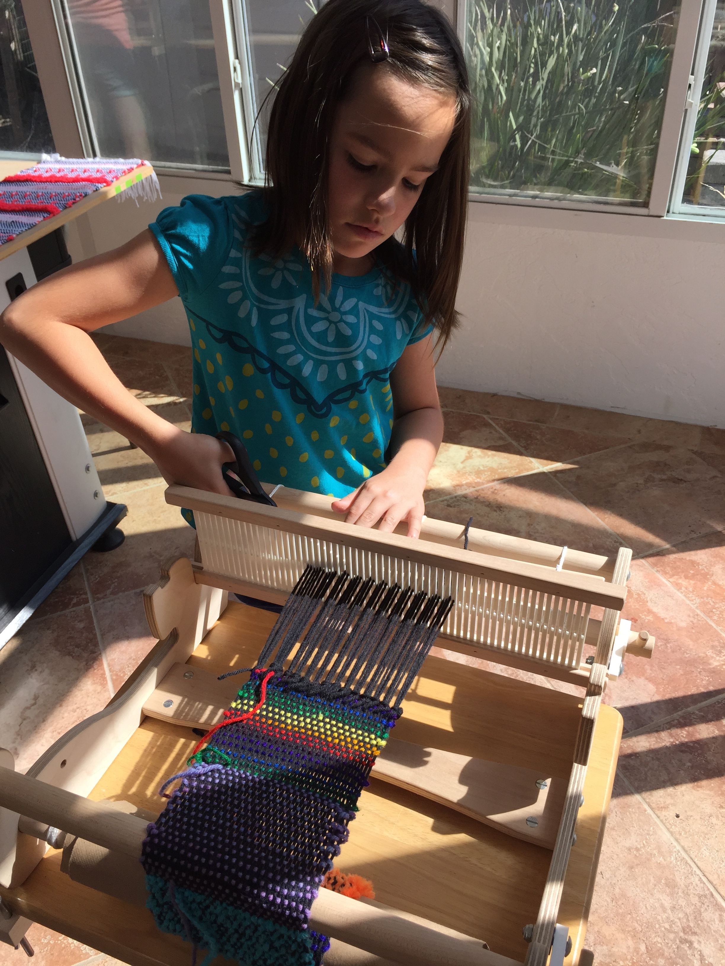 Cutting off a finished warp.
