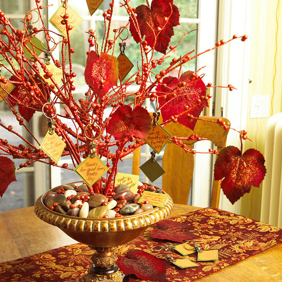 How To Show Gratitude on Thanksgiving Day With Home Decor: Around Thanksgiving, you're probably use to seeing a bunch of Thanksgiving decorating tips on Pinterest or the home decor blogs, but before you roll your eyes thinking this is another one of those posts, which I admit, I've done.  This year, I wanted to put a spin on things and talk about gratitude.  Feeling grateful for the things in our lives is something that we should do on the regular.  On this Thanksgiving holiday, let's put a spin on how to show gratitude, by using home decor.  I'm talking about how to show gratitude on thanksgiving day with home decor.  Click through for the interior design tips