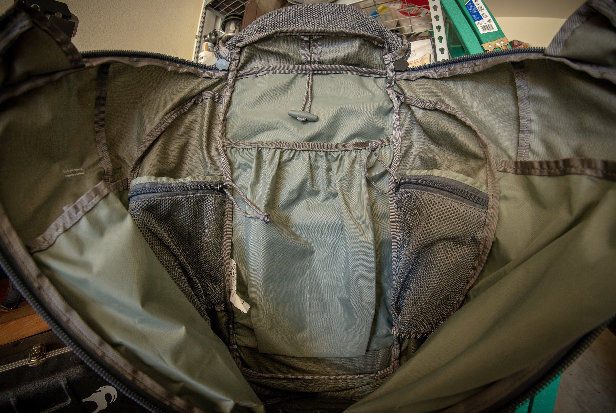 The mystery ranch tri zip design paired with the internal pocketing of the pintler makes for a pretty awesome bag.